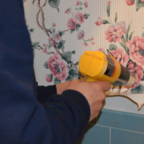 Using a Heat Gun to Remove Wallpaper